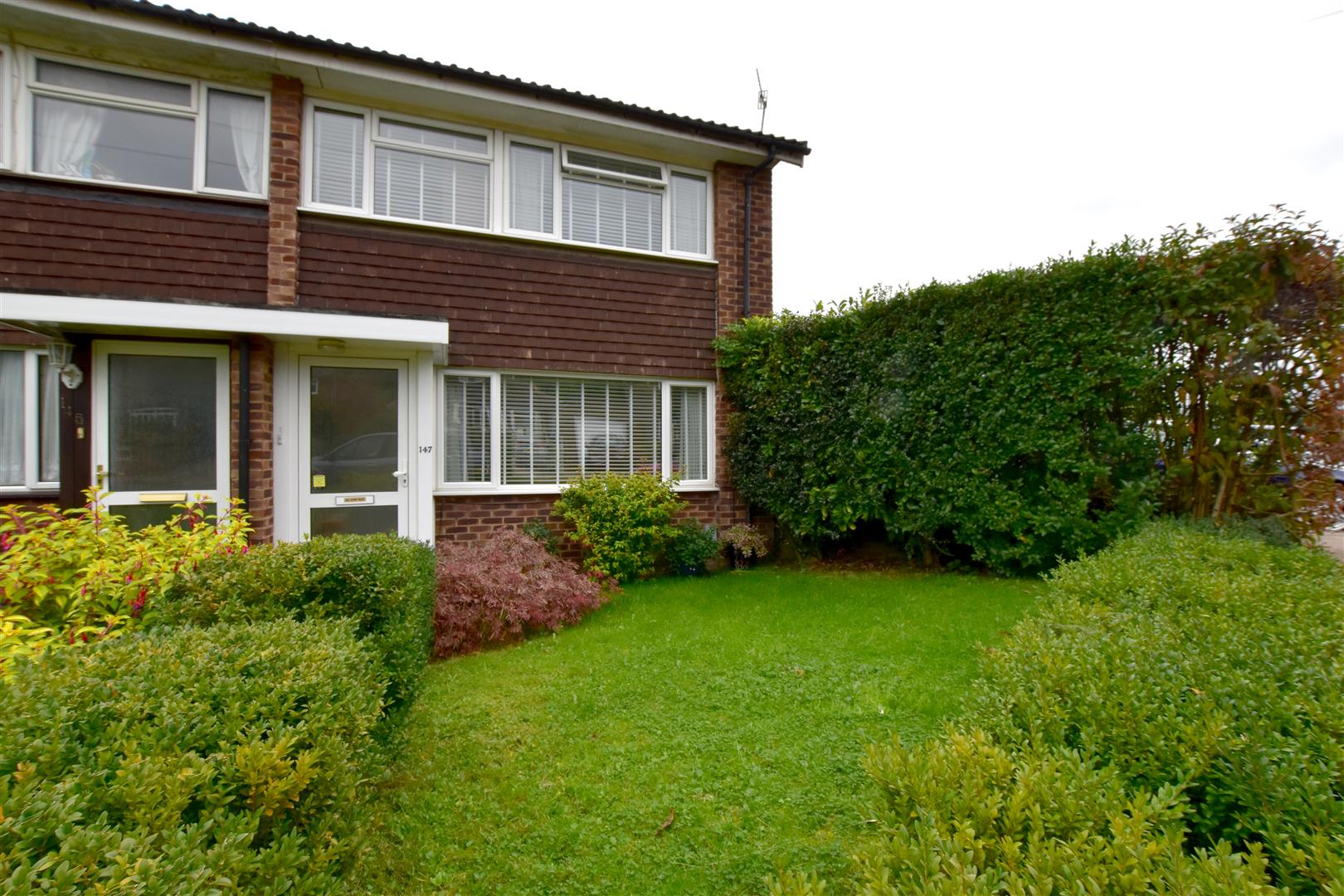 3 Bedrooms End Of Terrace House for sale in Nutfield Road, Merstham, Redhill